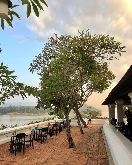 ラオスの旅 14  朝食はメコン川を眺めながら♪_a0092659_15001193.jpg