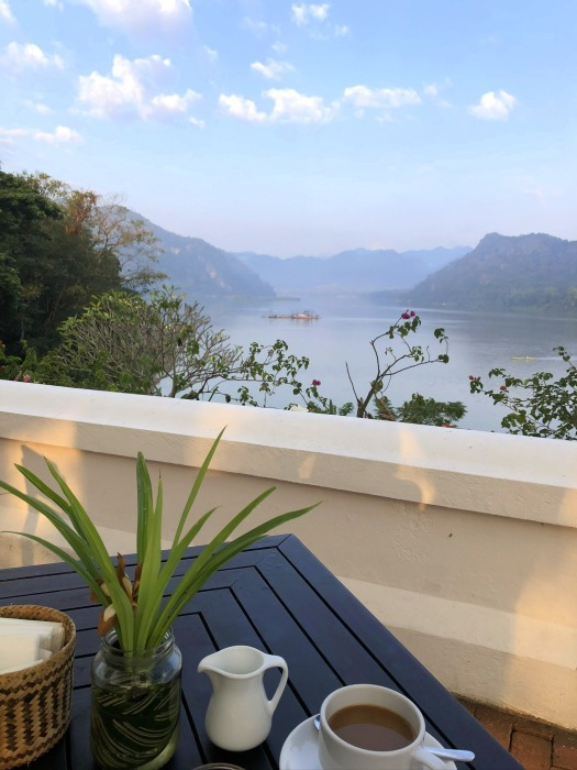 ラオスの旅 14  朝食はメコン川を眺めながら♪_a0092659_15334817.jpg