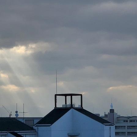 今年初めての天使のはしご_f0202682_19504931.jpg