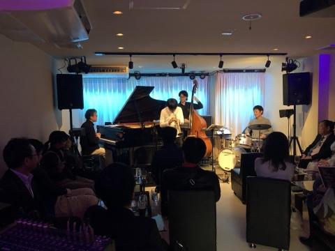 広島 Jazzlive Cominジャズライブカミン   本日1月18日土曜日のライブ_b0115606_11380705.jpeg