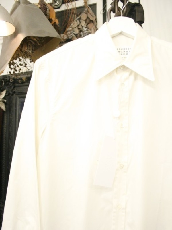 その男本厄、大厄につき 入荷マルタンマルジェラ、カルヴェンの新品、シャツ、パンツ、靴、バッグ_f0180307_03032314.jpg
