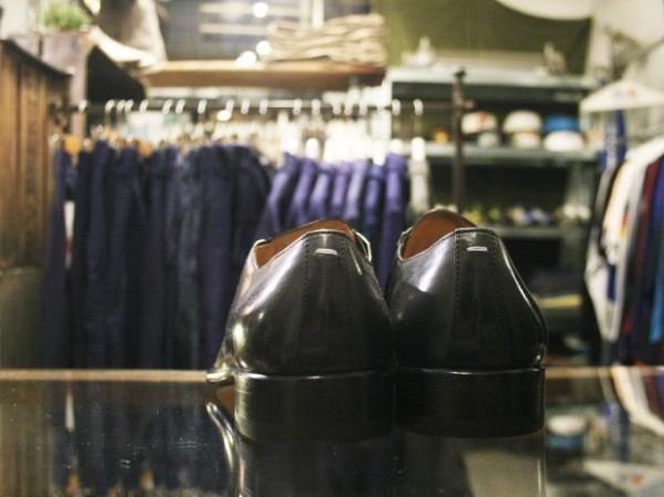 その男本厄、大厄につき 入荷マルタンマルジェラ、カルヴェンの新品、シャツ、パンツ、靴、バッグ_f0180307_03164787.jpg