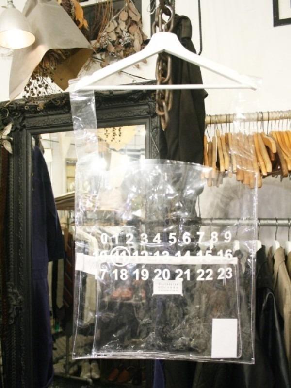 その男本厄、大厄につき 入荷マルタンマルジェラ、カルヴェンの新品、シャツ、パンツ、靴、バッグ_f0180307_03231007.jpg