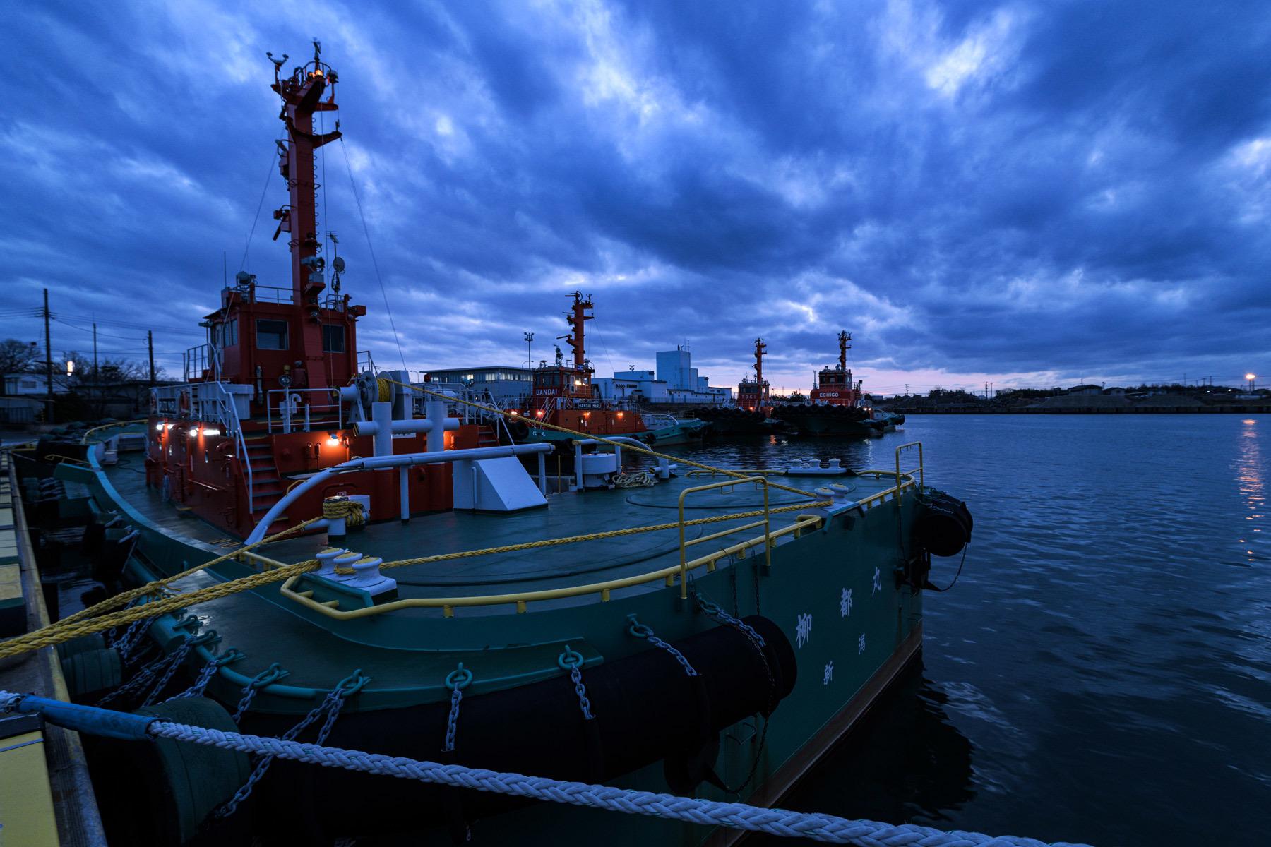 Dusk in tugboat_a0041722_11084333.jpg
