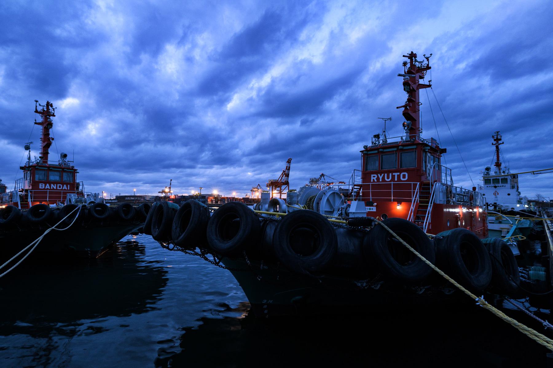 Dusk in tugboat_a0041722_11084519.jpg