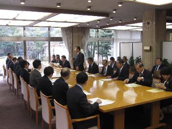 12月18日 県土整備促進議員連盟が知事要望を実施_d0225737_13280129.jpg