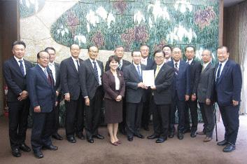 12月18日 県土整備促進議員連盟が知事要望を実施_d0225737_13280885.jpg