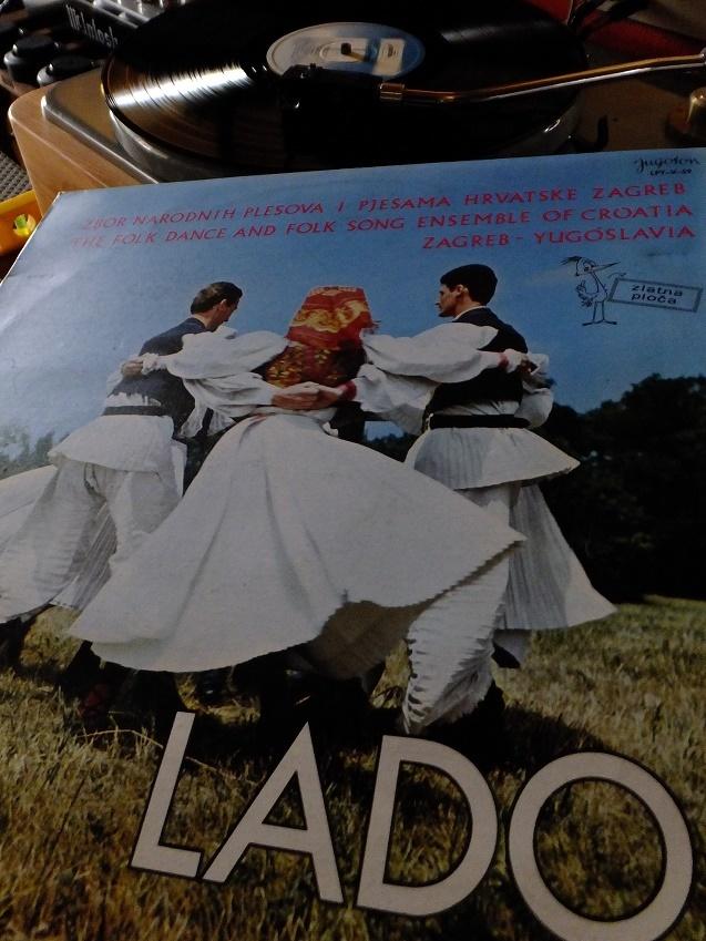 クロアチア民族音楽舞踊団_e0193247_16523813.jpg