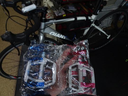 スポーツサイクルお買い上げ ペダルのカスタム_e0140354_17540495.jpg