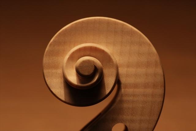 最新作、ホワイトヴァイオリンで完成。_d0047461_04470287.jpg