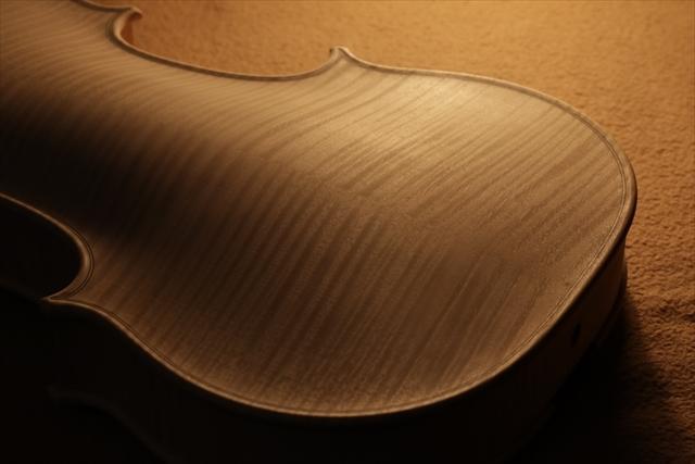 最新作、ホワイトヴァイオリンで完成。_d0047461_04470309.jpg