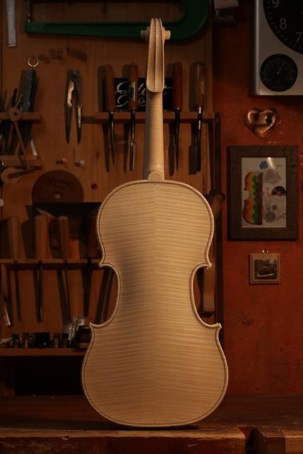 最新作、ホワイトヴァイオリンで完成。_d0047461_04470322.jpg