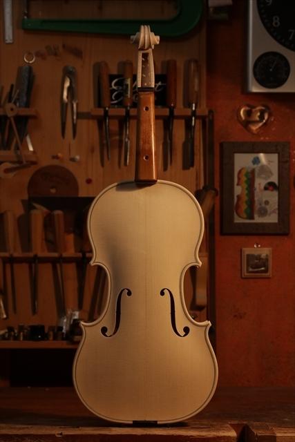 最新作、ホワイトヴァイオリンで完成。_d0047461_04470354.jpg