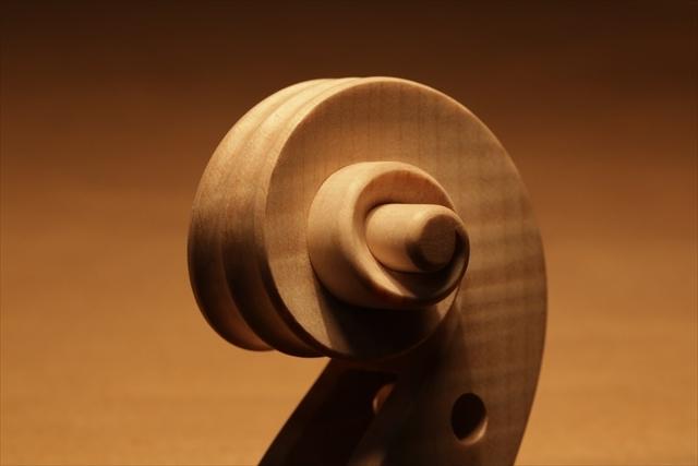最新作、ホワイトヴァイオリンで完成。_d0047461_04482642.jpg