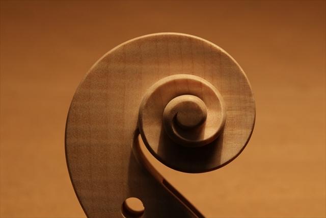 最新作、ホワイトヴァイオリンで完成。_d0047461_04482644.jpg