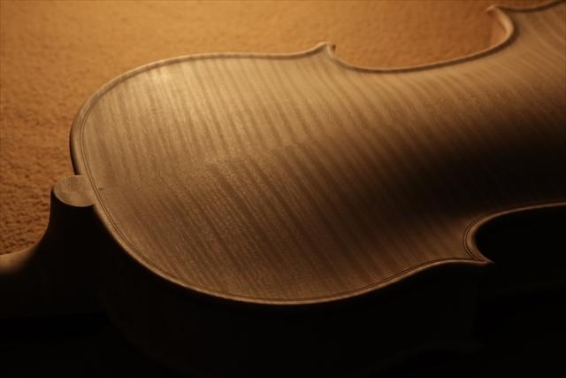 最新作、ホワイトヴァイオリンで完成。_d0047461_04482685.jpg