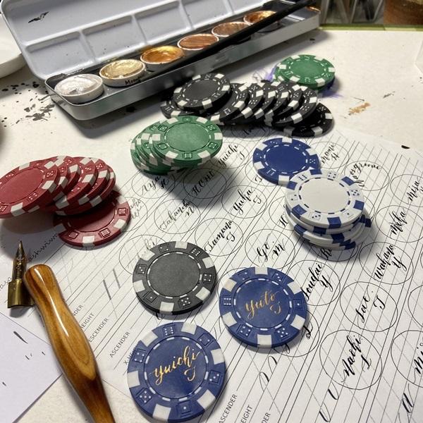 モダンカリグラフィー☆ウェディング カジノチップ席札と濃紺のテーブルナンバー_b0165872_19262949.jpeg