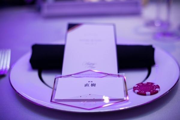 モダンカリグラフィー☆ウェディング カジノチップ席札と濃紺のテーブルナンバー_b0165872_19270952.jpg