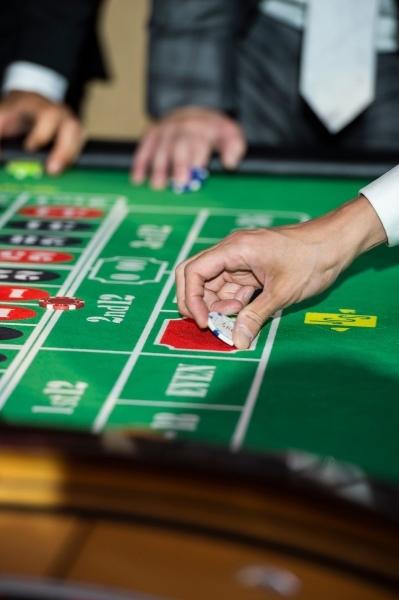 モダンカリグラフィー☆ウェディング カジノチップ席札と濃紺のテーブルナンバー_b0165872_19271364.jpg
