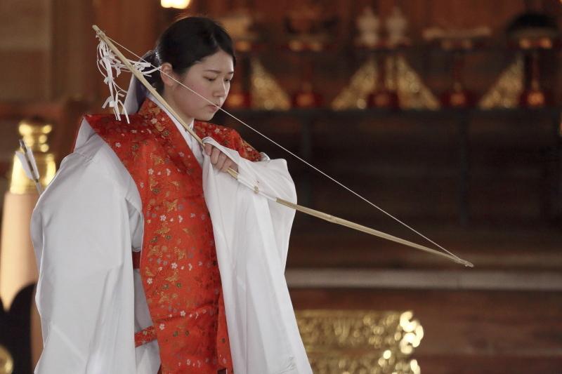 御霊神社 お弓神事_c0196076_08115845.jpg