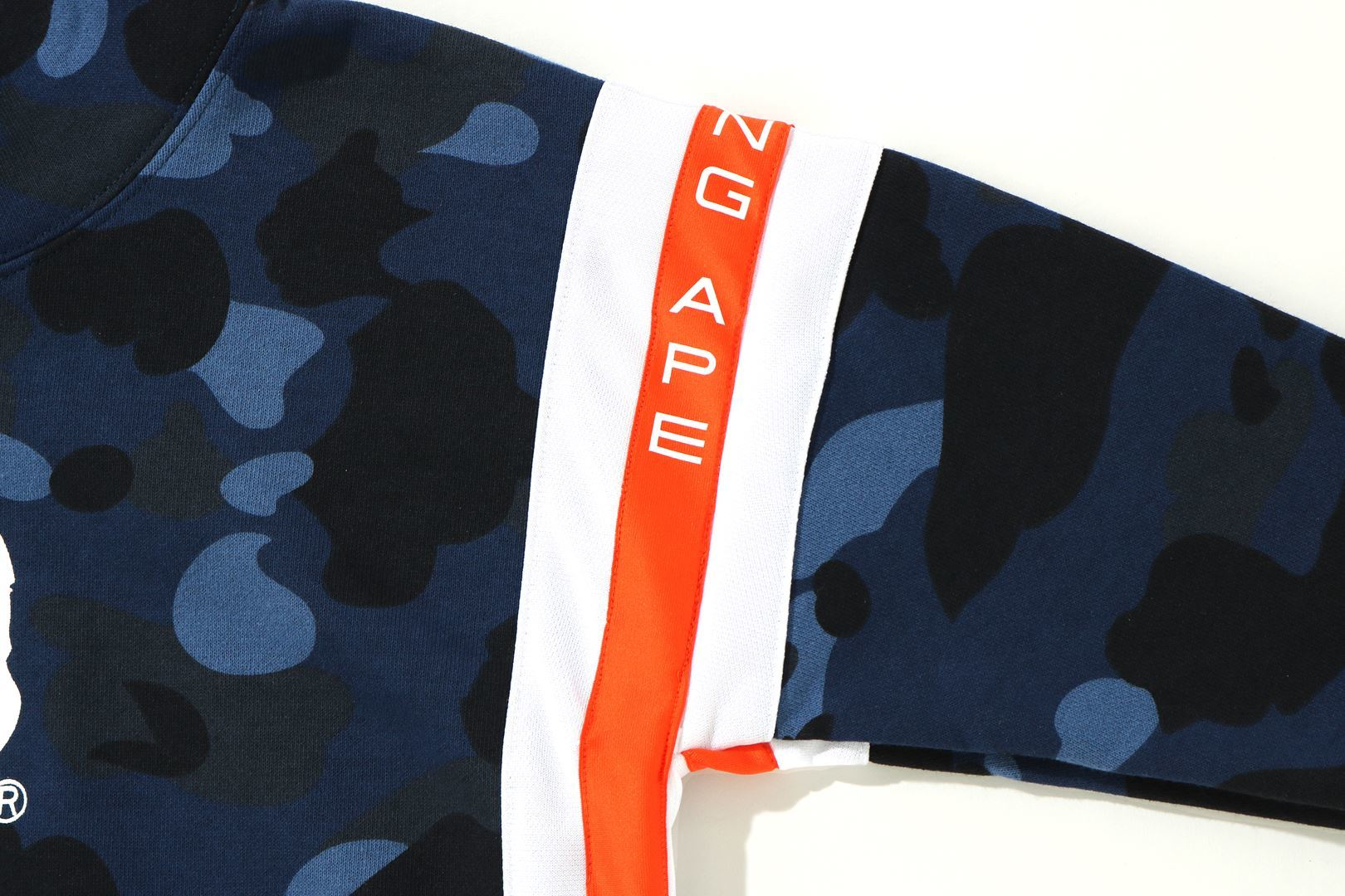 COLOR CAMO LOGO TAPE PULLOVER HOODIE_a0174495_13521033.jpg