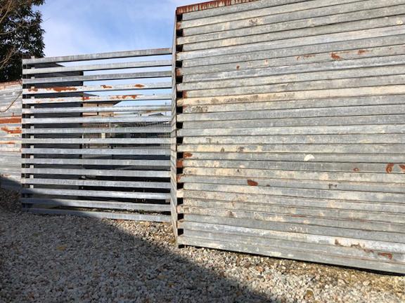 鋼管の塀_e0097130_21354044.jpg