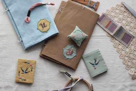 「uzumさんの刺繍教室vo.3」ニードルブックの会を開催しました・・・♪_f0168730_08415062.jpg