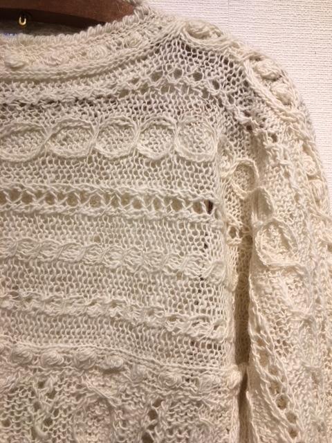 セッティングが完了しました。明日から「手紡ぎ手編み 長谷川紫津江の贅沢セーター」始まります。_a0112812_20495338.jpg