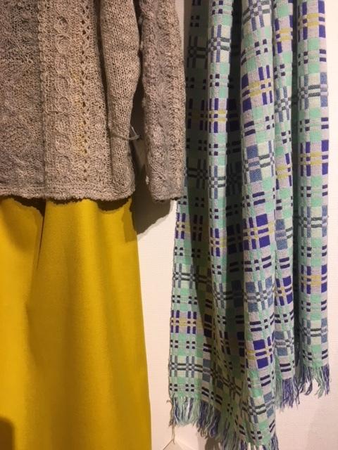 セッティングが完了しました。明日から「手紡ぎ手編み 長谷川紫津江の贅沢セーター」始まります。_a0112812_20501988.jpg