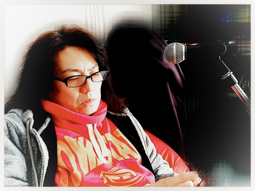 考える人?番組にライブに~今夜は九州でラジオ「くるナイ」です!_b0183113_08290971.jpg