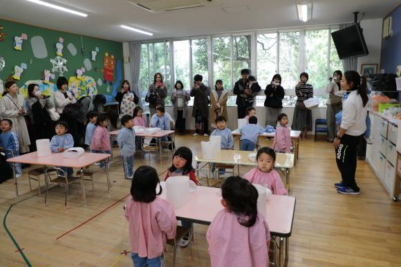 りんご組・年長組 保育参観_a0212624_12563969.jpg