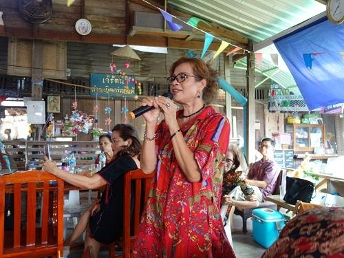 ルアンペーン百年市場で食べたもの、歌った歌_c0030645_00065278.jpg