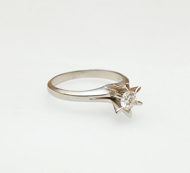 婚約指輪へのリフォーム_c0346851_12494377.jpg