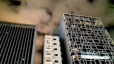 Tokyo cell phone buildings_d0244370_01320450.jpg