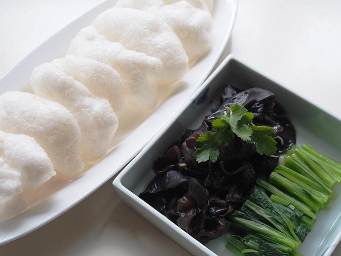 木耳の生姜炒めと小松菜の鶏油炒め 蝦煎にのせて_e0148373_15241717.jpg