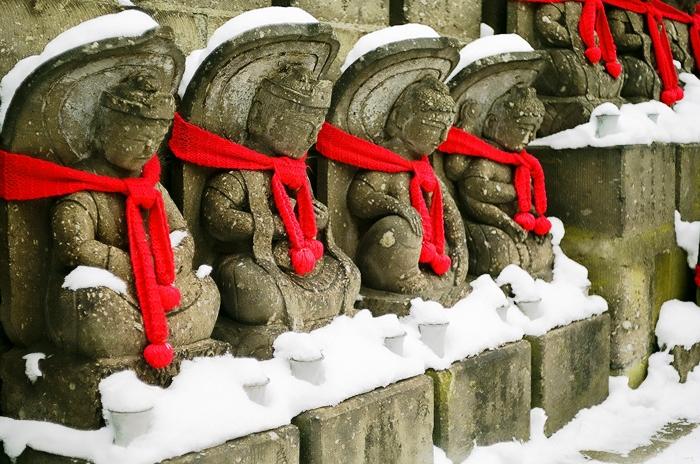 大照寺の地蔵・北五葉松・庭石の雪となだ万雅殿_c0182775_16302812.jpg