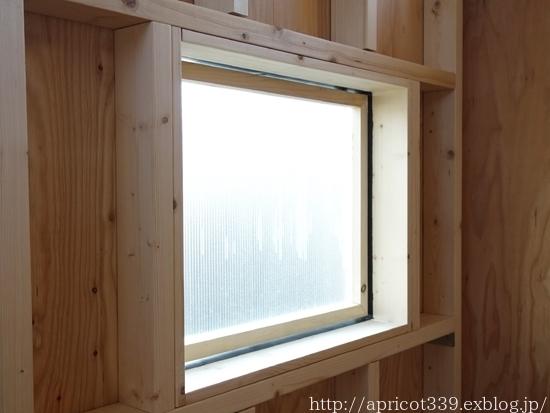 冬の庭しごと ガーデンシェッドの窓の取りつけ_c0293787_14151246.jpg
