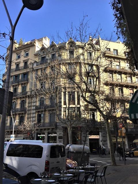 Eixample地区の散歩とレストラン La Tartareria_b0064411_19210732.jpg