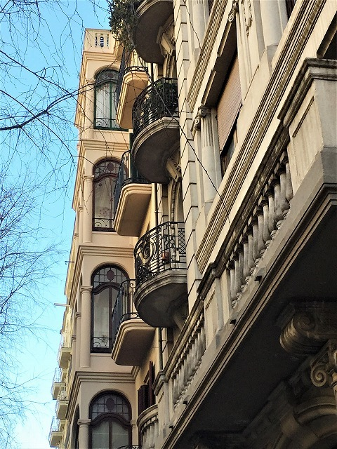 Eixample地区の散歩とレストラン La Tartareria_b0064411_19222350.jpg