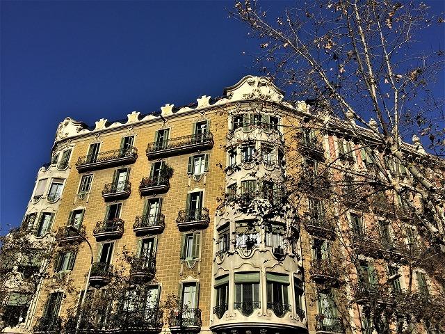 Eixample地区の散歩とレストラン La Tartareria_b0064411_19222364.jpg