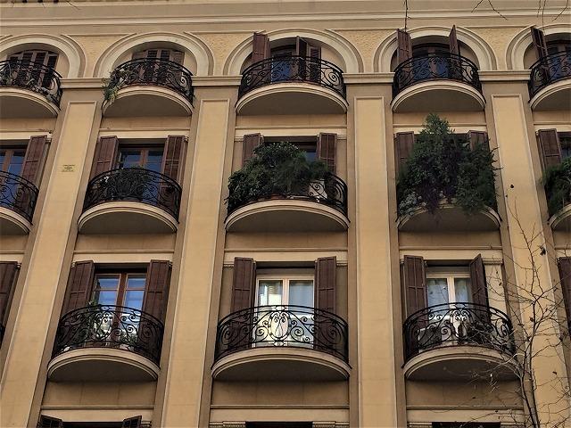 Eixample地区の散歩とレストラン La Tartareria_b0064411_19222395.jpg