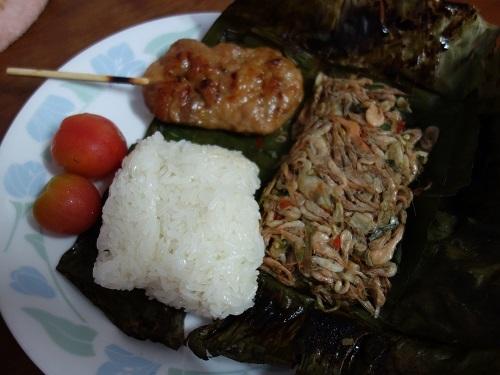 初めての食もある、バンコクアパートの朝ご飯紹介します_c0030645_18363070.jpg