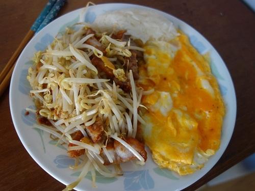 初めての食もある、バンコクアパートの朝ご飯紹介します_c0030645_18365323.jpg
