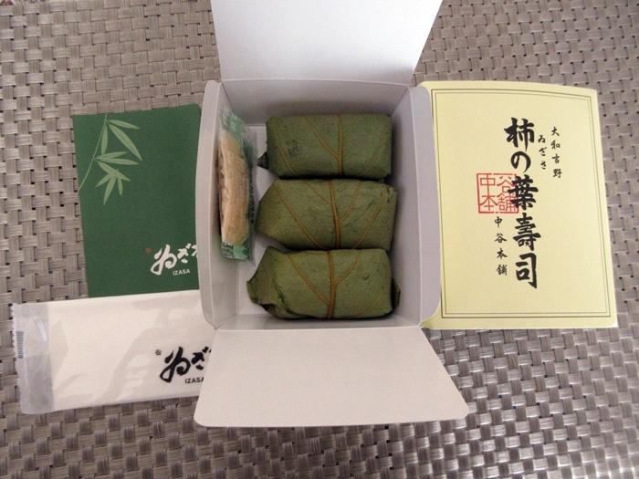 【美味しいものが少ない奈良での名物】柿の葉寿司_b0009849_12355743.jpg