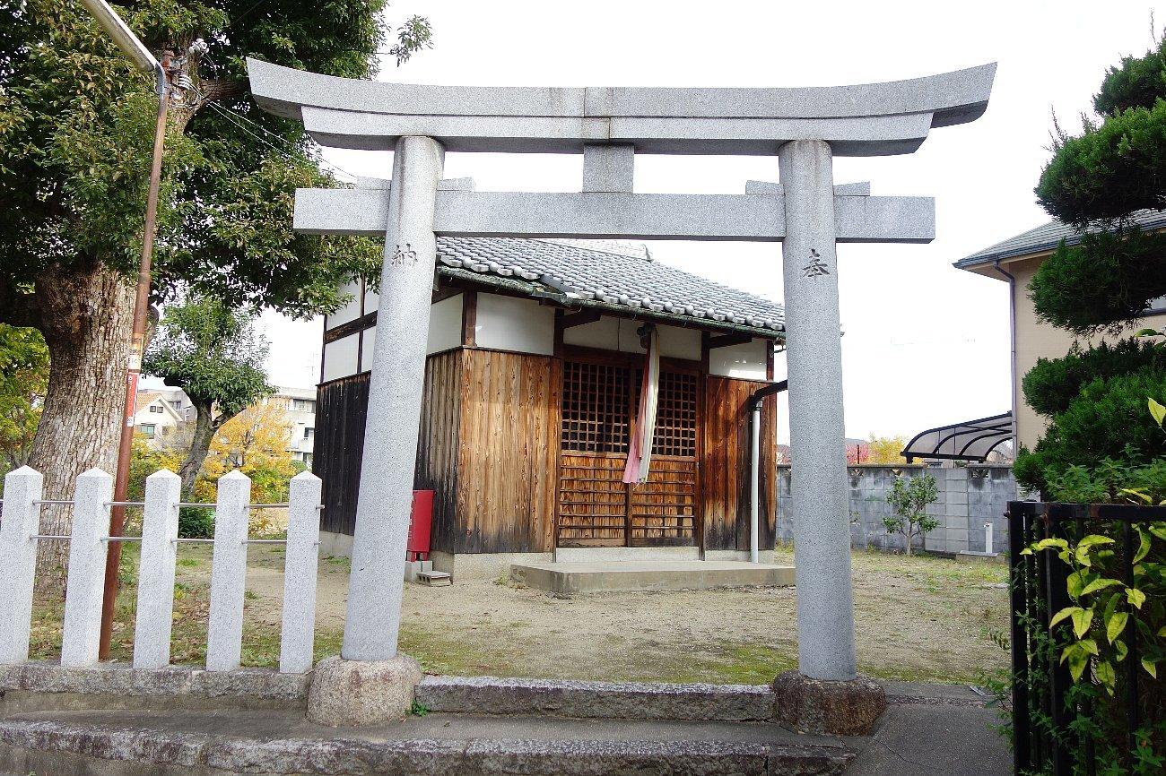 高槻市 小寺池の八幡神社_c0112559_08470673.jpg
