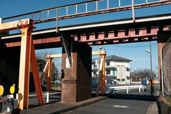 飛鳥川にかかる橋りょう_b0160363_23575312.jpg