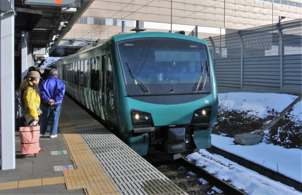五能線をリゾート列車で_a0148206_10205399.jpg