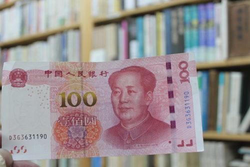 人民元で本の代金を支払った中国人客_a0163227_15311137.jpg