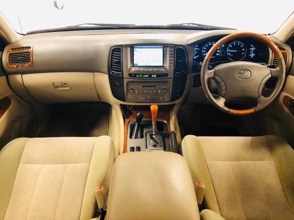 1月23日(木)ランドクルーザー100 VXリミテッド 4.7VXリミテッド 4WD あります♬  ランクル ハマー エスカレードならTOMMY☆彡_b0127002_19103205.jpg