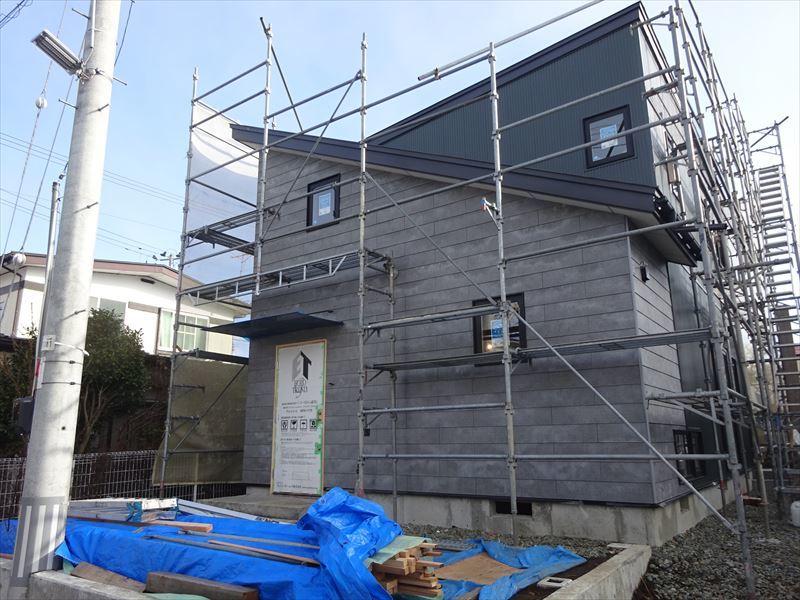 滝沢 穴口の家 大工工事進行中。_f0105112_04034068.jpg
